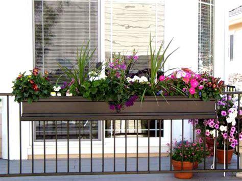 blumentöpfe dekorieren garten moy balkon ideen mit blumenkaesten passend dekorieren