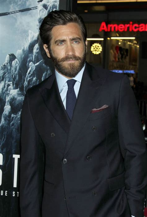 film everest premiera jake gyllenhaal in everest movie review lainey gossip