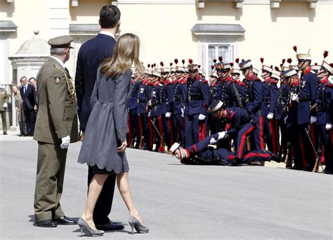 Princess Fainting by Royal Guard Faints At An Official Welcoming 2 Of 4 Zimbio