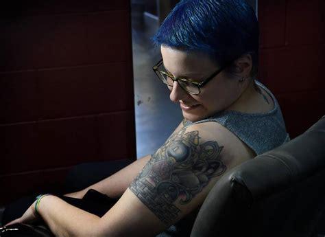 nipple tattoo star photo gallery brett murdock offers free nipple tattoos to