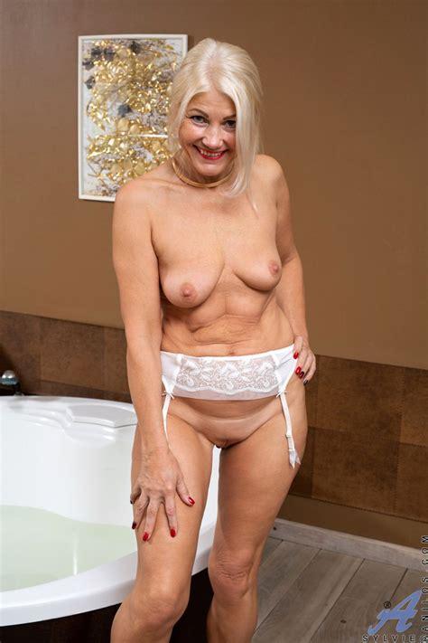 Sexy Blonde GILF Gets Frisky In The Bathtub Photos