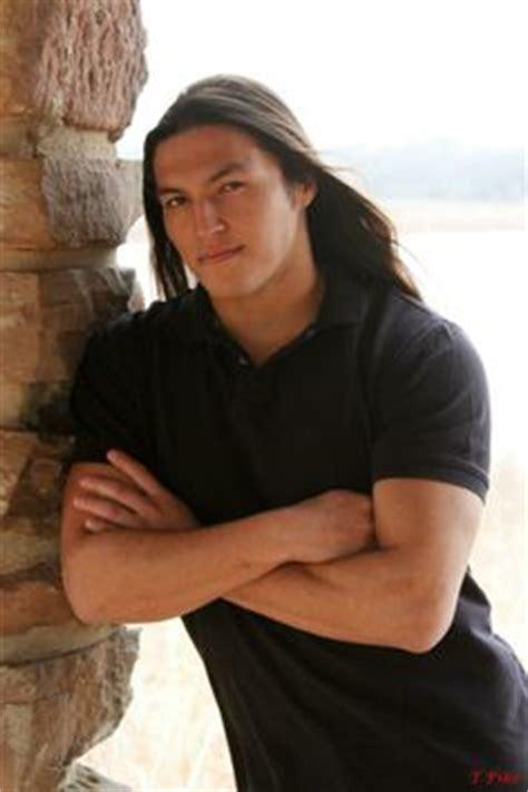 native american mens hair style native american actor model martin sensmeier dat hair