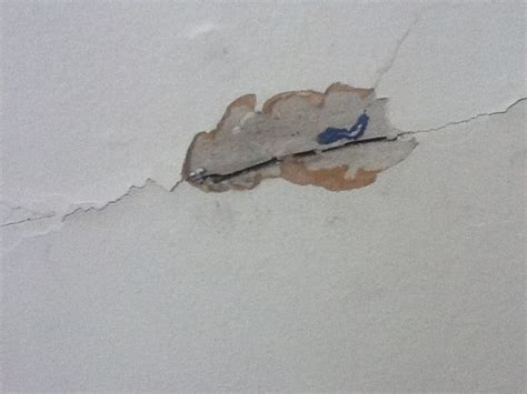 How To Fix Cracked Paint On Ceiling by Walls How Can I Tell If I Rock Or Wood Lath Plaster
