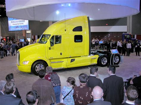 kenworth truck leasing kenworth unveils t 700 kris way truck leasing