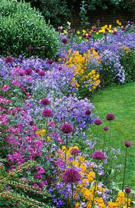 Garden Flower Borders 25 Best Ideas About Beautiful Gardens On Flowers Garden Pretty Flowers And All