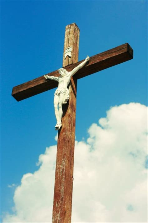 with jesus to the cross year b a lenten guide on the sunday mass readings books jesus on the cross photo free