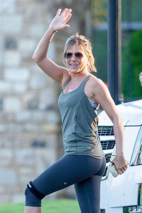 Jen On Motherhood by Aniston Set Of S Day In Atlanta