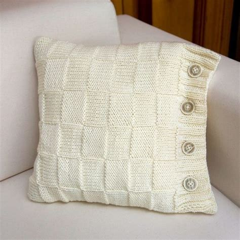 knitting pattern for cushion with buttons the buttons on the side something different