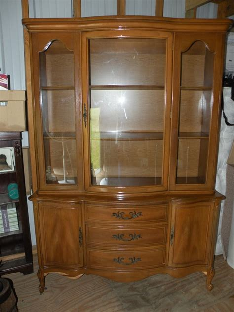 need to identify china cabinet 1960s broyhill