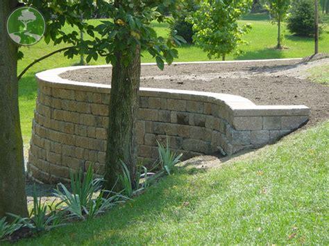 Retaining Wall Ideas For Sloped Backyard Triyae Retaining Wall Backyard Slope Various Design Inspiration For Backyard