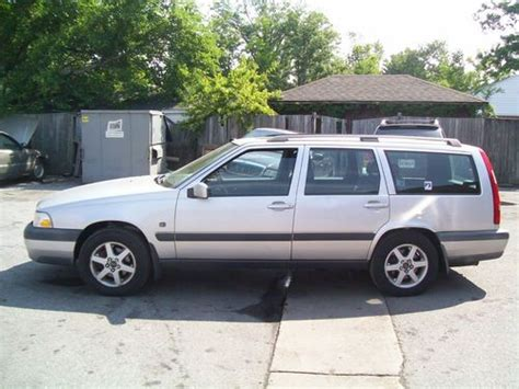 find   volvo  xc awd station wagon cross country  latatk  reserve