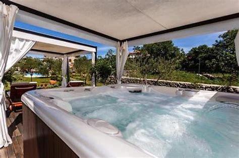whirlpool garten anschlüsse ferienhaus mit gro 223 em garten whirlpool pool und