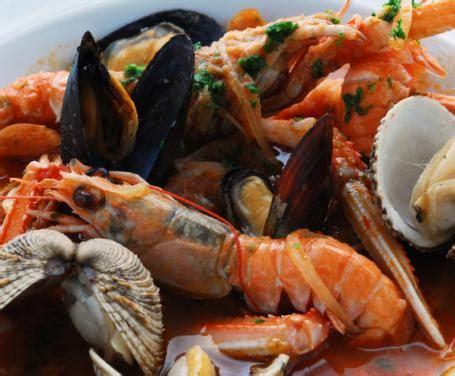 cucinare sugo sugo di pesce la ricetta per preparare il sugo di pesce