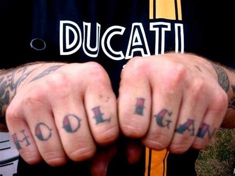 tatuaje de letras love dedos 82 tatuajes en los dedos pulgar me 241 ique coraz 243 n y anular