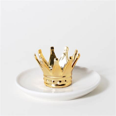 imm living home accessories ring holder the crown