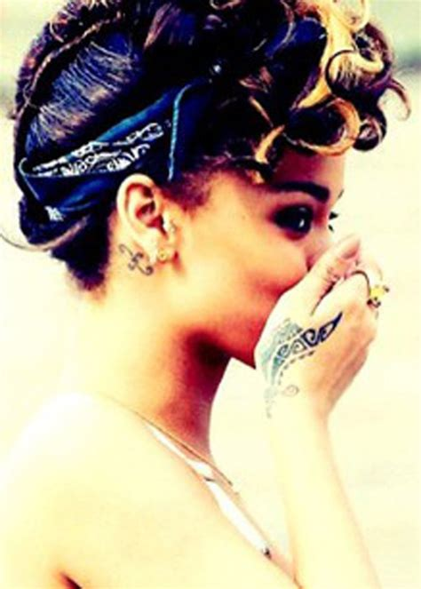 rihanna s tattoo on her hand 1000 ideas about rihanna on