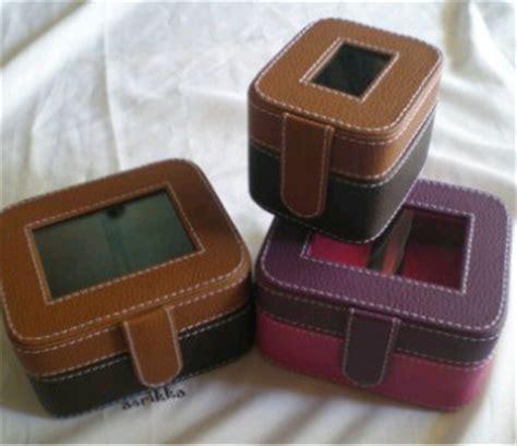 Kotak Tempat Perhiasan Isi Dua Puluh kotak jam isi 1 dan isi 2 untuk souvenir