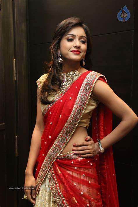 Sari Normal New Pack vithika seru saree navel cleavage photos indian pictures