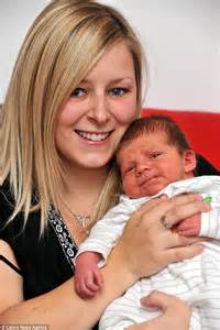 giving birth alone in a bathroom caley thomas 25 gives birth to 8lb 6oz baby alone on