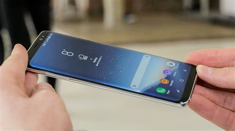 samsung galaxy  hands   luxuriously curved