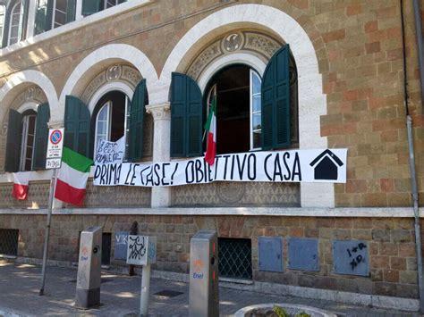 sede casapound roma ostia emergenza casa casapound occupa sede x municipio