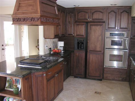 Kitchen Cabinet Restaining And Installation Traditional | 25 traditional dark kitchen cabinets oak cabinet kitchen