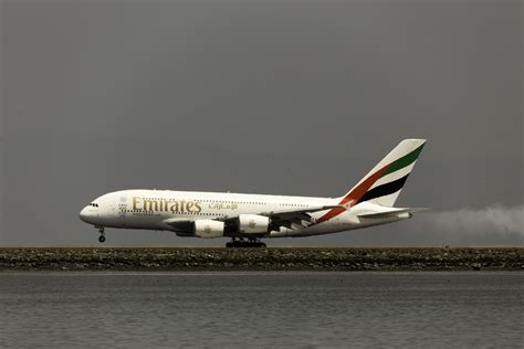 emirates tracking emirates airline flight tracker ek uae plane finder