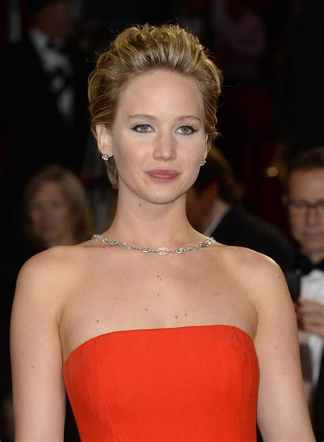 celeb icloud hacks apple launches investigation into celebrity icloud hack