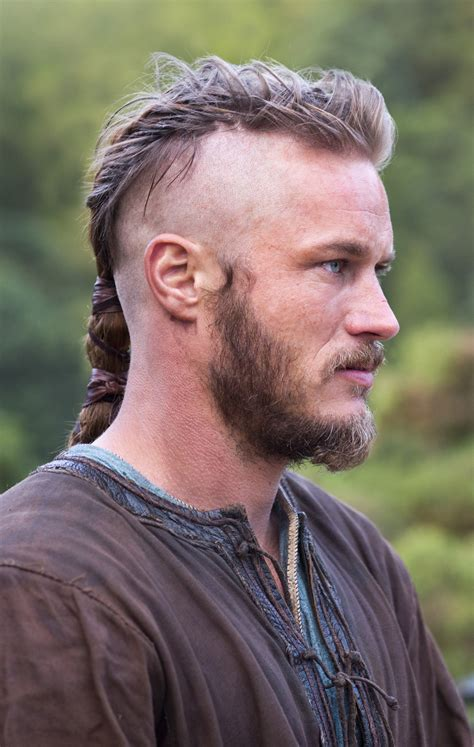 ragnar lothbrook hairstyle viking travis fimmel as ragnar lothbrok vikings vikings