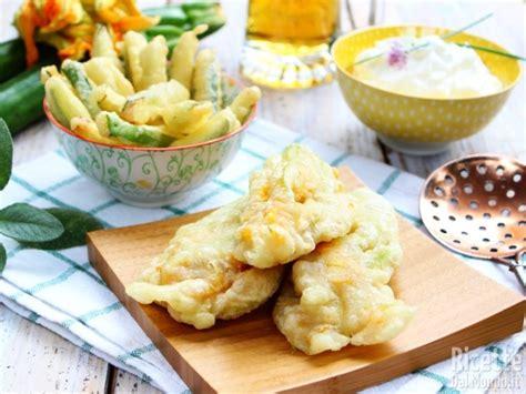 ricette fiori zucchine zucchine e fiori in pastella alla ricettedalmondo