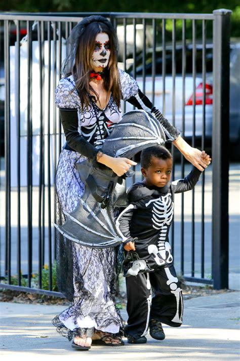 madre con hijo en hotel xxxxxx sandra bullock y su hijo louis una aterradora pareja de