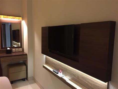 Tv Yogyakarta panel tv kamar picture of lotus hotel sleman