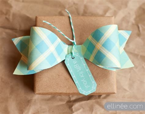 How To Make Bows From Wrapping Paper - decorative handmade bow made of paper with diy