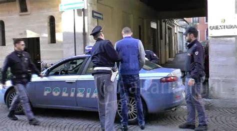 questura di pesaro permesso di soggiorno pusher espulso dall italia viene ritrovato a rimini prova