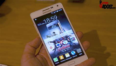 Samsung Galaxy A3 Smartphone Kitkat Kelas Menengah ces 2015 samsung galaxy a5 on update gadget terkini