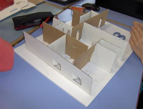 Technologie en 5ème : Réalisation d?une maquette de maison