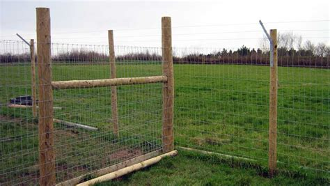 puppy fence fencing kennel fence commercial kennel fences k9 enclosure fencing for