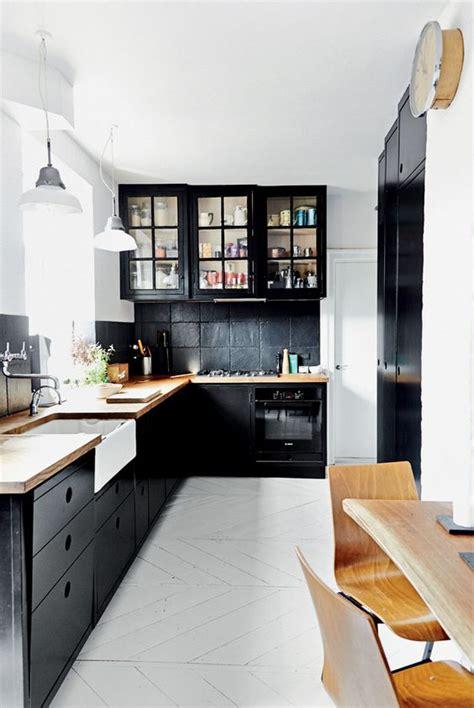 black kitchen cabinets pinterest source boligliv gravityhomeblog com instagram
