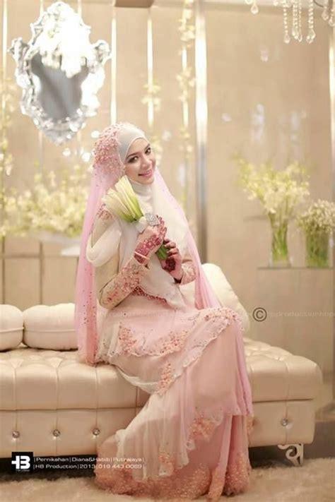 Baju Akad Nikah Berwarna 20 inspirasi gaun pernikahan yang gak berwarna putih agar pernikahanmu makin berwarna
