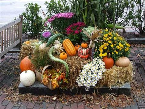 Outdoor Flower Decorations by 18 Fall Flower Arrangements Welcoming Guests At Your Front