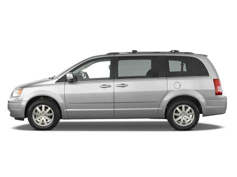 2010 Chrysler Town And Country Reviews by 2010 Chrysler Town Country Reviews And Rating Motor Trend