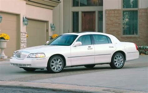 lincoln town car sedan pricing features edmunds
