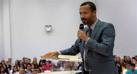 pastor flagrado pastor flagrado pastor flagrado com garotas de 11 e 16