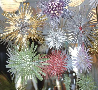 Make Fancy Paper Snowflakes - fancy paper snowflakes allfreechristmascrafts