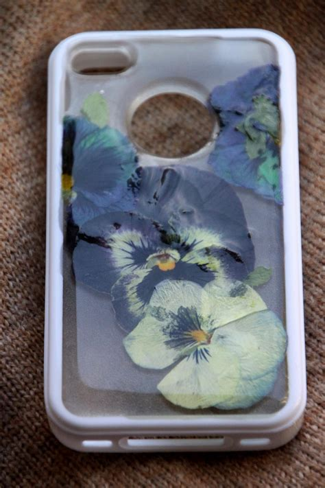How To Decorate Phone by Decorate A Cell Phone With Flowers Hgtv