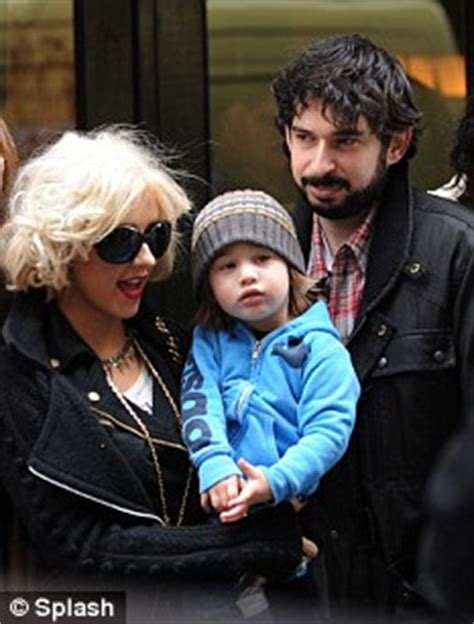 Aguilera Bratman To Host New Years by Aguilera And Husband Bratman Take Their
