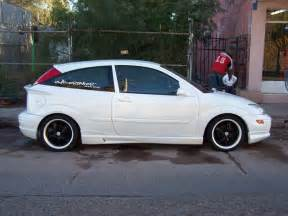 2000 ford focus hatchback pictures information and