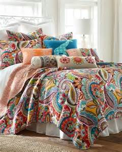 Colorful Bedspreads And Quilts 1000 Ideas About Paisley Bedding On Bedding