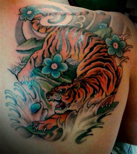 fiori braccio immagini fiori braccio tatuaggi immagini