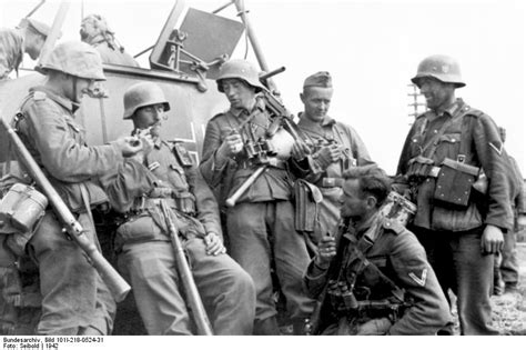 ww2 german soldiers fighting history in images pictures of war history ww2 battle
